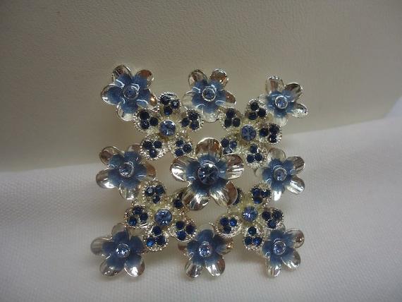 Vintage Brooch Flower Rhinestone Bouquet Metal Enamel Jewelry