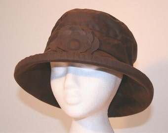 Waxed Cotton Rain Hat in Chocolate Brown