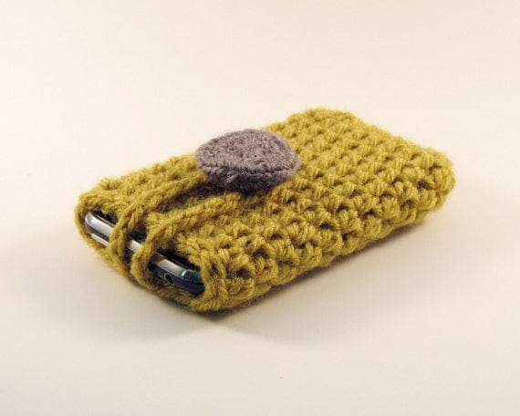 Crocheted iPod / iPhone / MP3 Player / Mobile Phone Cozy in Olive