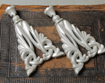 Set of 2 Vintage metal pull handles. Floral decor