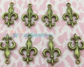 10pcs Antique Brass Charm Copper Plated Iris / Flower-de-luce Pendant Fittings, Jewelry Findings, Antique Brass Casting Accessories 24X14mm