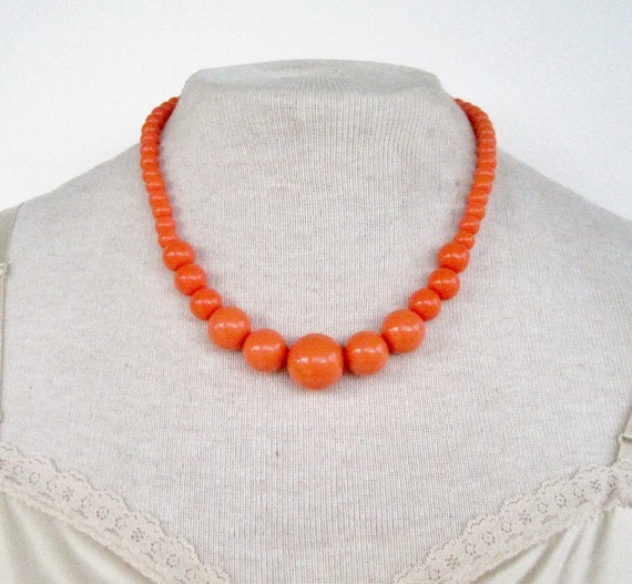 Vintage 80s Mod Hipster Graduated Bright Orange Bead Beaded Necklace