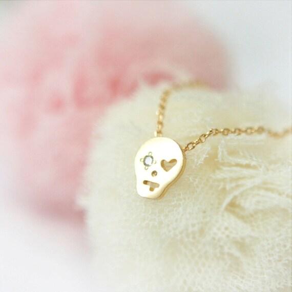 Crystal eye skull necklace in gold