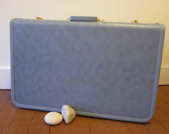 Large Vintage Blue Taperlite Suitcase with Lavender Lining Luggage