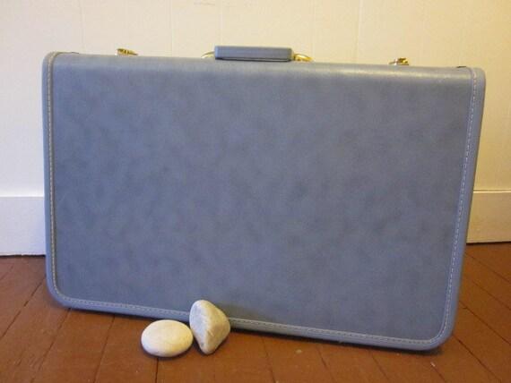 Large Vintage Blue Taperlite Suitcase with Lavender Lining Luggage