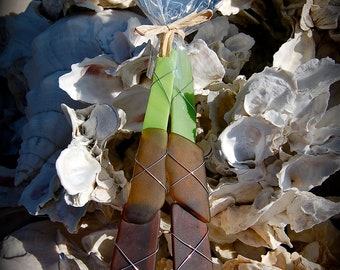 """Sea Glass Salad Server made with Recycled Bottle """"Tumbled Island Glass""""  in Apple Bark. Dishwasher Safe Stainless"""