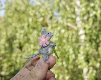 Felt toys, mini needle felted mouse, miniature mouse, pink flower, natural wool toy, felt mouse