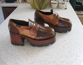 Awsome pair of Destroy leather platform shoes.  Made in Spain