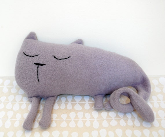 RILEY the sleepy grey cat