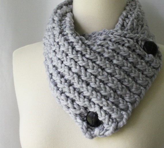 Short Scarf with Buttons, Gray Scarflette, Winter Scarf