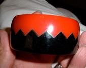 zig zag saw tooth red black vintage bakelite bangle bracelet