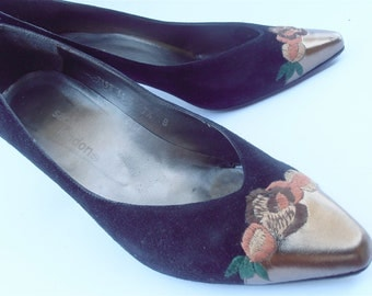 Vintage Black Suede Shoes Gold Tip Ladies Shoes Sacha London Shoes Embroidered Leather Shoes Gold Leather Shoes Floral Shoes Shoe Size 7.5