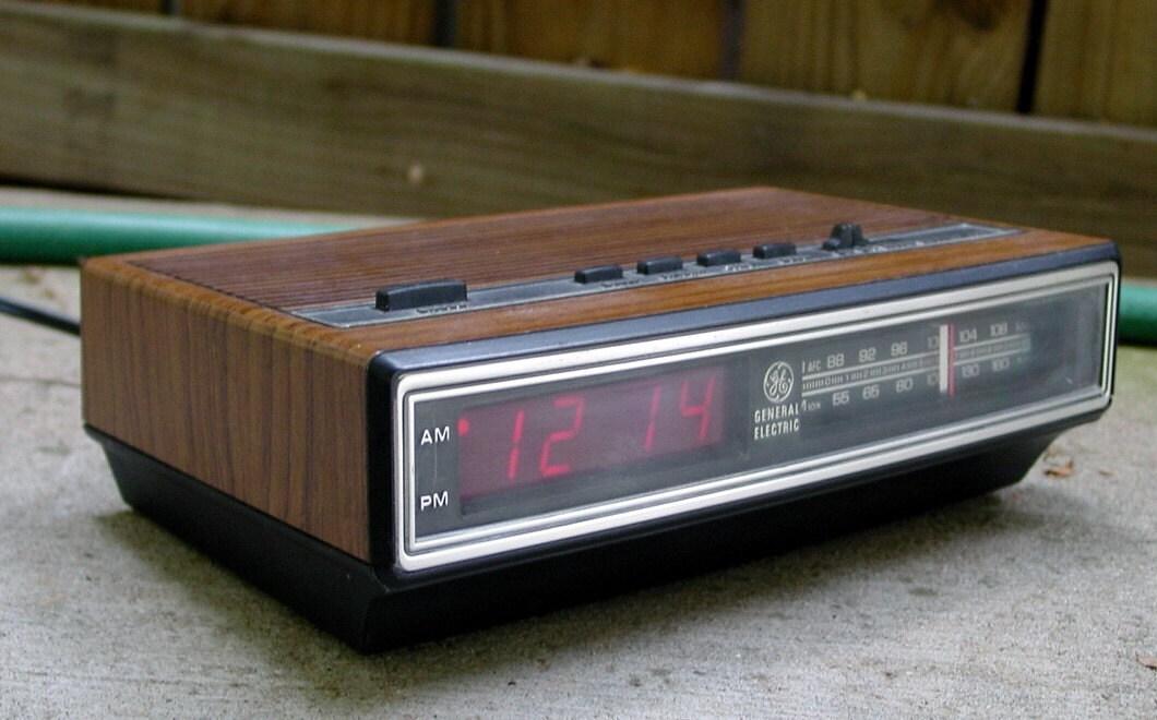 1980 S General Electric Am Fm Digital Clock Radio By Retrofool
