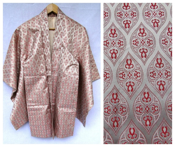 Haori Coat. Silver and Red Silk. Antique Japanese Jacket. (REF: CF005)