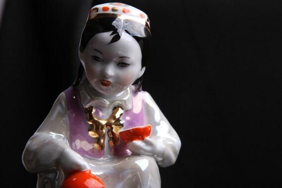 Rare Soviet RUSSIAN DULEVO Porcelain Figurine Statue - Uzbek Girl with TEA pot -
