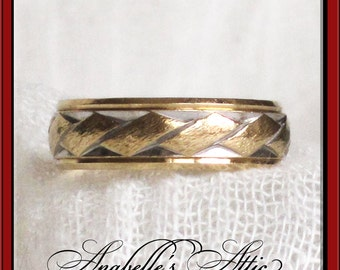 Two Tone 14K Gold Wedding Band / White Gold & Yellow Gold 4.45 Grams / ArtCarved Size 7 / Contemporary Modern Design / Retro / 1960s