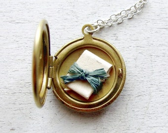 Graduation Gift, Personalized Locket Necklace, Personalized Mom Gift, Personalized Bridesmaid Gift, Gift for Wife, Secret Message Locket