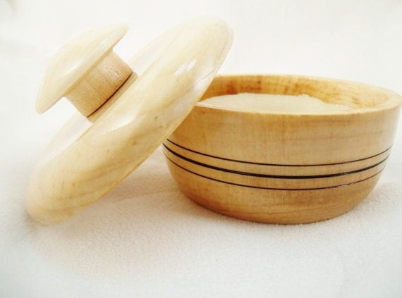 Shaving Soap Bowl in Maple with detail