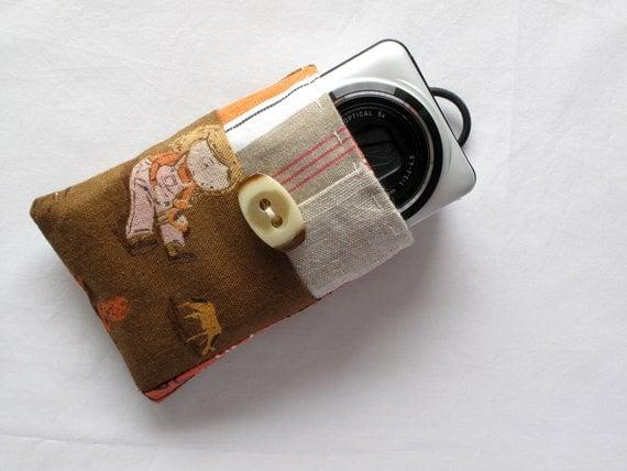 Zakka style small camera case, compact camera sleeve, original patchwork, well padded. Far Far away III Heather Ross. Brown.