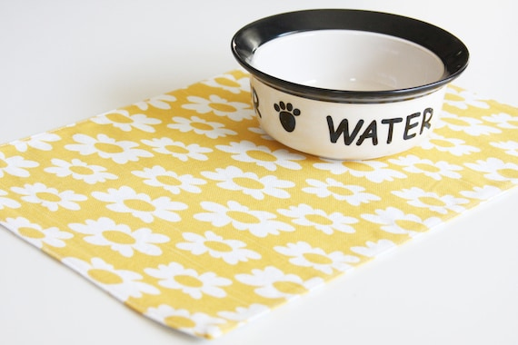 Pet-Mat - yellow with white flowers:  small size