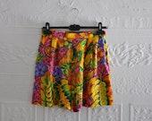 Vintage designer silk flower shorts, hot pink, by Laurel Germany sz 8, 38