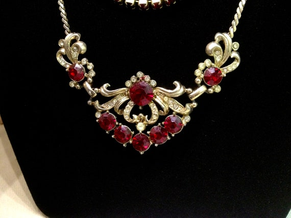 Gorgeous 1950's Hollywood Mid Century Red Crystal Rhinestone Gold Chevron Necklace