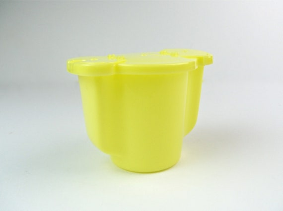 vintage Tupperware sugar pourer, light yellow, snap off top, 2 flip-top pours, one small/one big
