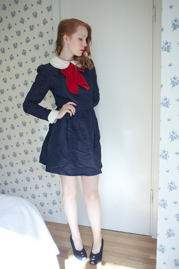 Vintage 1960s school girl dolly navy bow dress