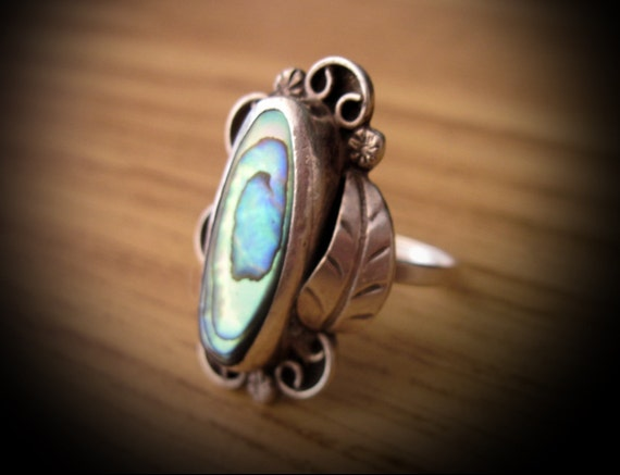 70's Gorgeous Rare Colorful Mother-of-Pearl (MOP) Set in 925 Sterling Silver (Stamped) Handcrafted Ring, Size 9.5
