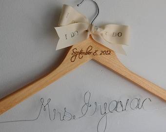 Calligraphy Hanger, Bridesmaid Calligraphy Hangers, Natural Wood Hangers, Bridal Wire Hanger, Gift Under 30, Bride Hangar, Cintre Mariage