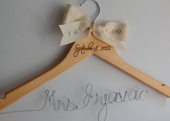 Calligraphy Hanger, Bridesmaid Calligraphy Hangers, Natural Wood Hangers, Bridal Wire Hanger, Gift Under 30, Bride Hangar, Cintre Mariage