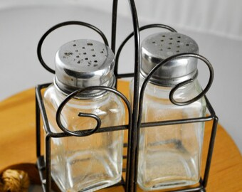 Clear Glass Salt and Pepper Shakers with Silver-tone Metal lids