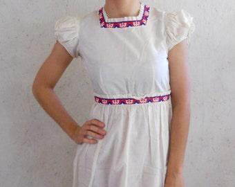SALE 50s Babydoll Ruffled Button Back Dress w/Trim . Puff Sleeve Dress . I Magnin Dian Size XS