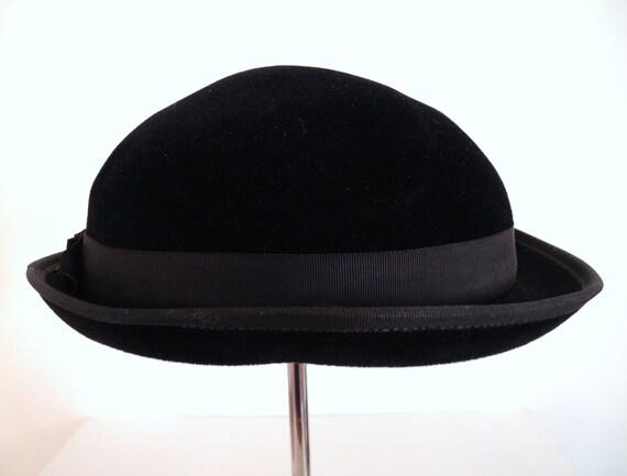 """1950's Handmade Italian Saks Fifth Avenue Black Felt """"Madeline"""" Hat"""