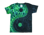Kids Yin and Yang Tie Dye Shirt / Childs T Shirt / Green and Black, Eco-friendly Dyeing