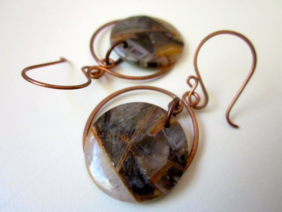 Occidental - dove gray, snowy white, and rusty orange bamboo agate flat round gemstone and hand hammered antiqued copper spiral earring pair