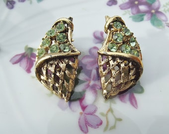 Vintage gold tone rhinestone green rhinestone grape clip on earrings with lattice bottom grape earrings art nouveau style