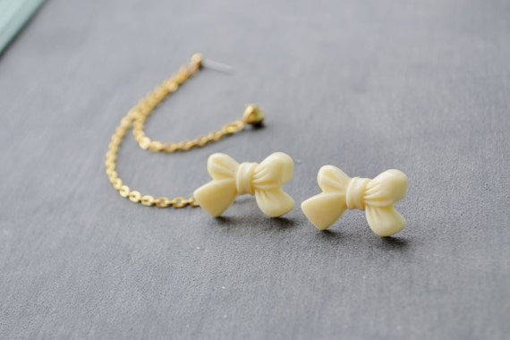 Cream Bow and Heart Multiple Pierce Gold Cartilage Earrings (Pair)