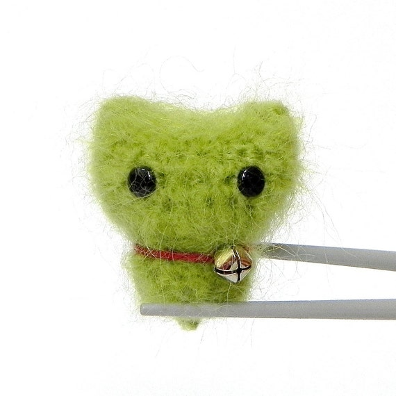Crochet Amigurumi Green MoMoMi MochiQtie -- mini mochi size crochet amigurumi toy doll