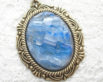 Spectacular and Very Rare - Vintage Sapphire Blue Rock Crystal Pendant
