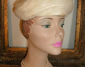 Vintage 1950's Collegienne Millinery Ivory Fuzzy Velour Hat