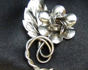 Charming 1950's Sterling Flower Pin
