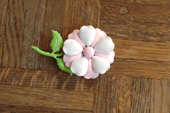 25% OFF SALE / vintage 1960s pink flower brooch