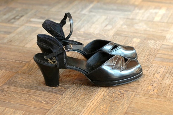 r e s e r v e d / vintage NOS 1940s shoes / 40s black leather platform heels / size 9