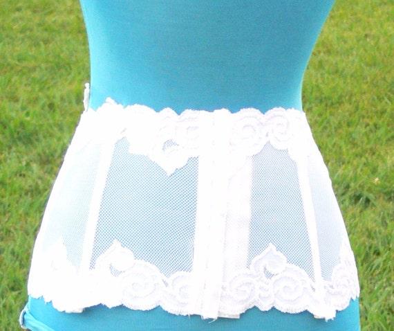 White lace boned corset garter size36