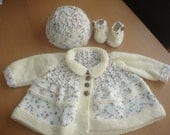 Baby boys cream fleck MATINEE jacket, cap and shoes. Newborn to 3 months.