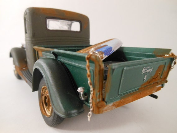 Late 30s Ford pickup truck 1/24 scale model car in green