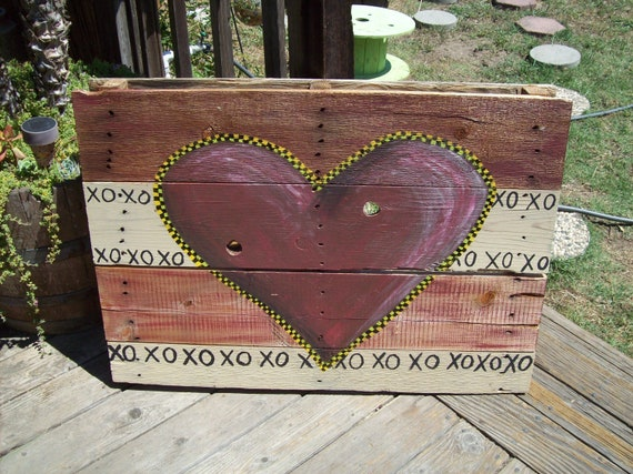 Heart painted on Pallet, reclaimed wood painting, red, white and black , outdoor painting, outdoor decor, wall art, reclaimed wood