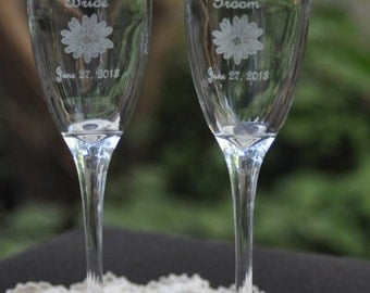 Champagne Flutes - Daisy  Wedding Toasting Glasses