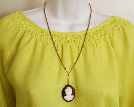 Antique Art Deco Wood & Celluloid Cameo Pendant Necklace -:- 1920s-1930s